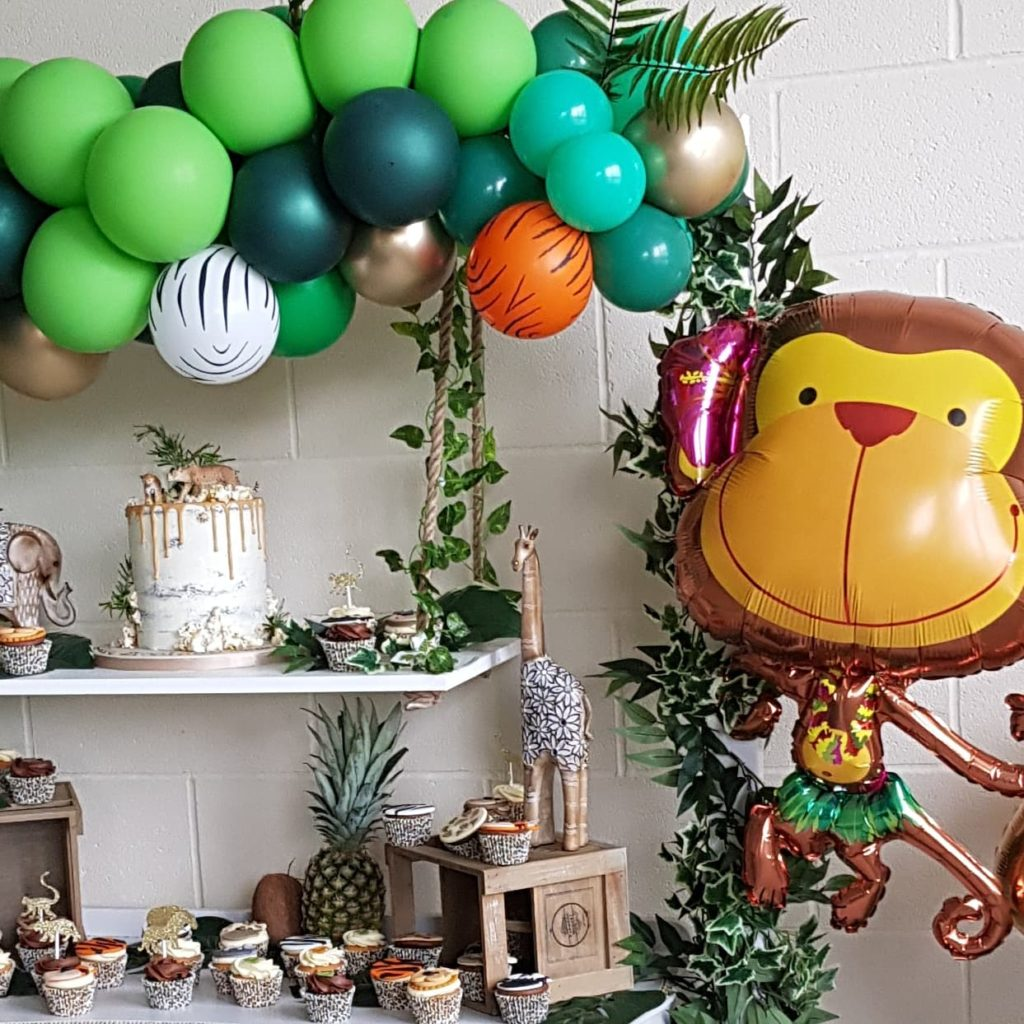 There's a rumble in the jungle 🐯🦓🐵🐒 #jungleparty #junglethemeparty #junglefever #junglecake #jungleballoons #luxuryballoons #luxchildrensparty #luxurychildrensparty #eastmalling #westmalling #ilovemyjob #ilovecreating #cupcakes #animals #animalparty #kentballoonist #balloonsinkent